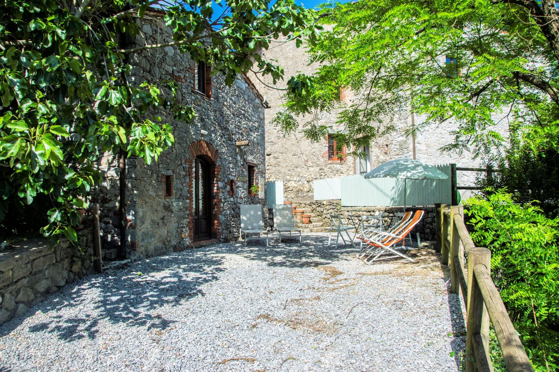 1001-Antico borgo con vista panoramica-Pescaglia-1 Agenzia Immobiliare ASIP