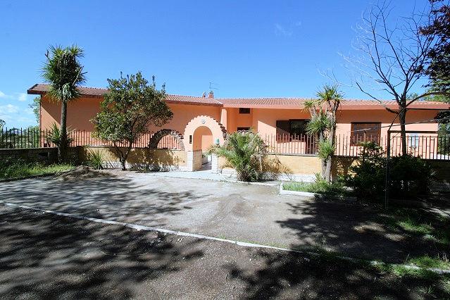 1003-Villa bifamiliare con piscina e vista lago-Bolsena-4 Agenzia Immobiliare ASIP