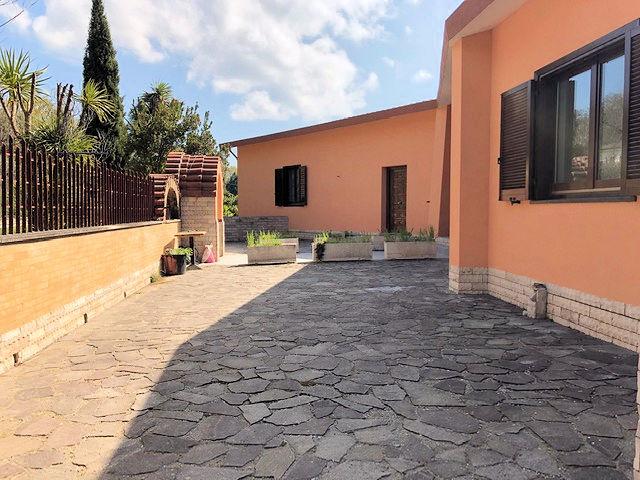 1003-Villa bifamiliare con piscina e vista lago-Bolsena-7 Agenzia Immobiliare ASIP