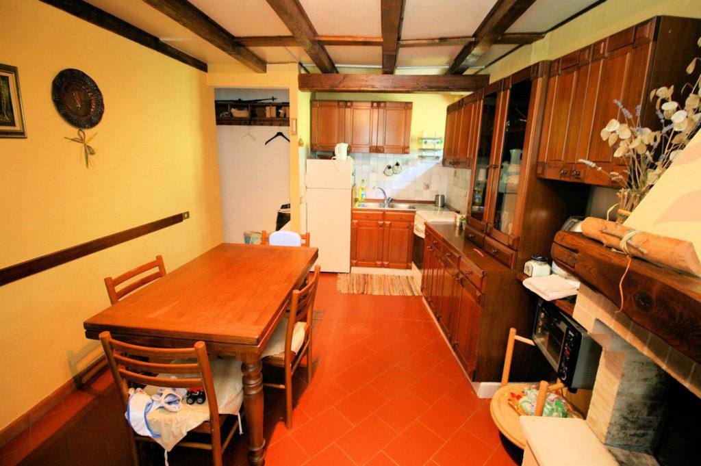1029-Appartamento al piano primo con vista panoramica e piccolo giardino-Cutigliano-3 Agenzia Immobiliare ASIP