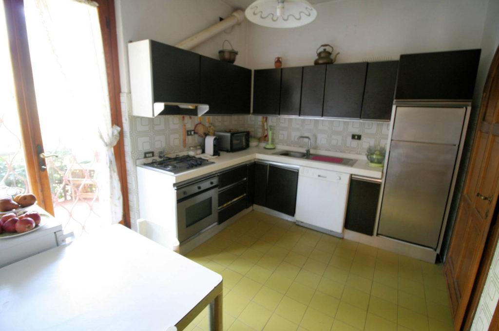 1100-Appartamento indipendente di ampia superficie con terrazza panoramica-Montecatini-Terme-12 Agenzia Immobiliare ASIP