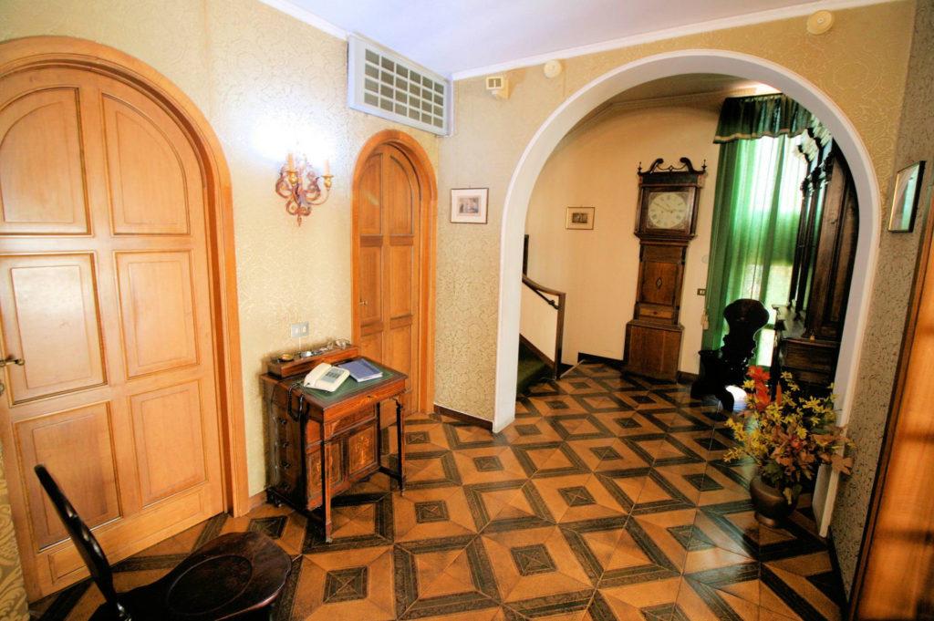 1100-Appartamento indipendente di ampia superficie con terrazza panoramica-Montecatini-Terme-10 Agenzia Immobiliare ASIP
