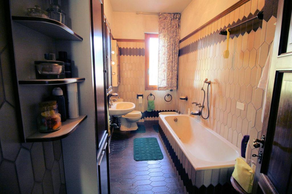1100-Appartamento indipendente di ampia superficie con terrazza panoramica-Montecatini-Terme-19 Agenzia Immobiliare ASIP