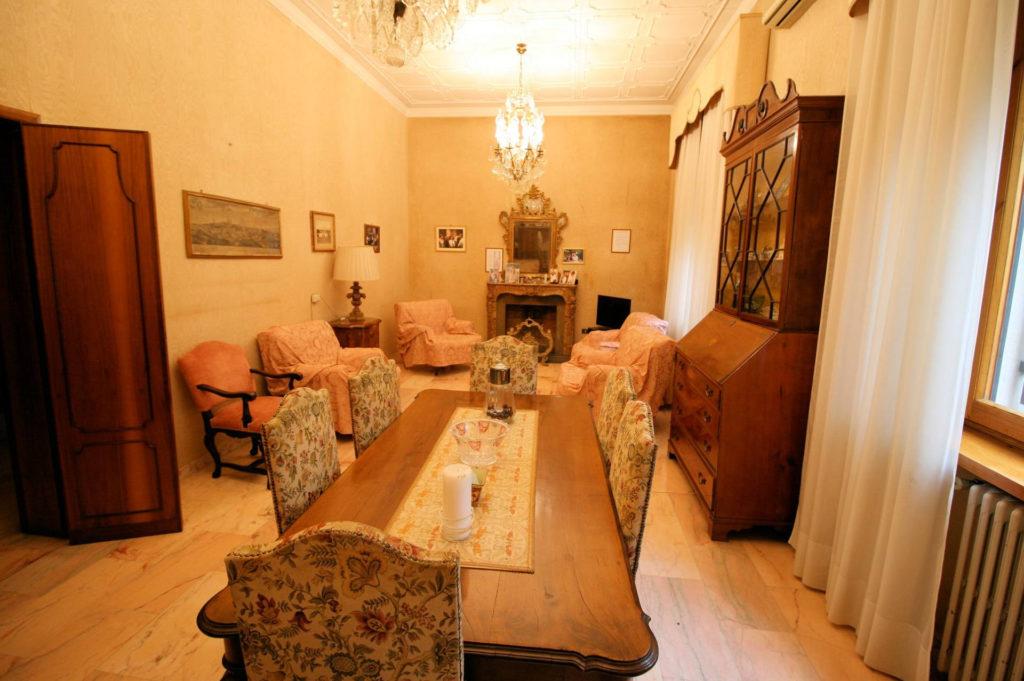 1119-Villa di ampia superficie in ottima zona residenziale-Montecatini-Terme-1 Agenzia Immobiliare ASIP