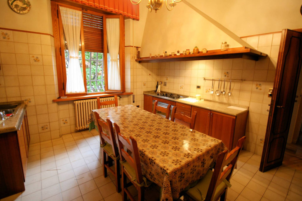 1119-Villa di ampia superficie in ottima zona residenziale-Montecatini-Terme-7 Agenzia Immobiliare ASIP