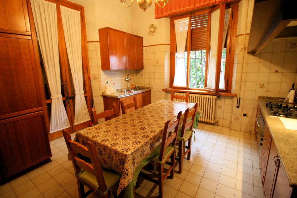 1119-Villa di ampia superficie in ottima zona residenziale-Montecatini-Terme-5 Agenzia Immobiliare ASIP