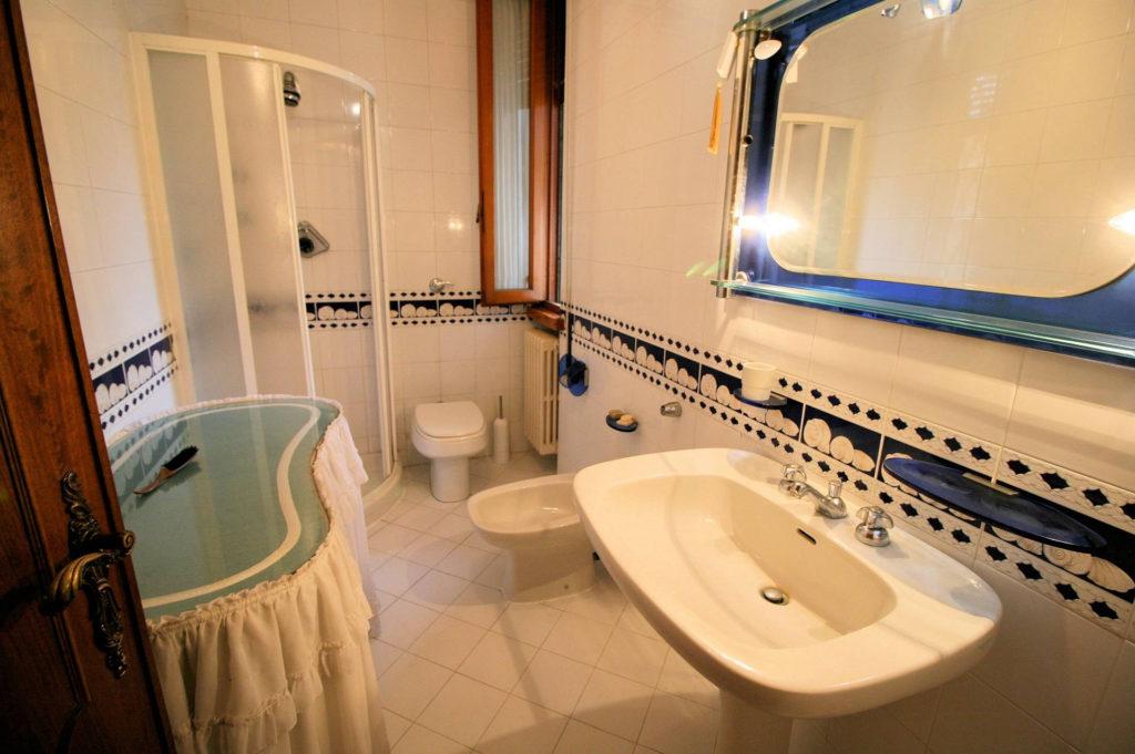 1119-Villa di ampia superficie in ottima zona residenziale-Montecatini-Terme-16 Agenzia Immobiliare ASIP