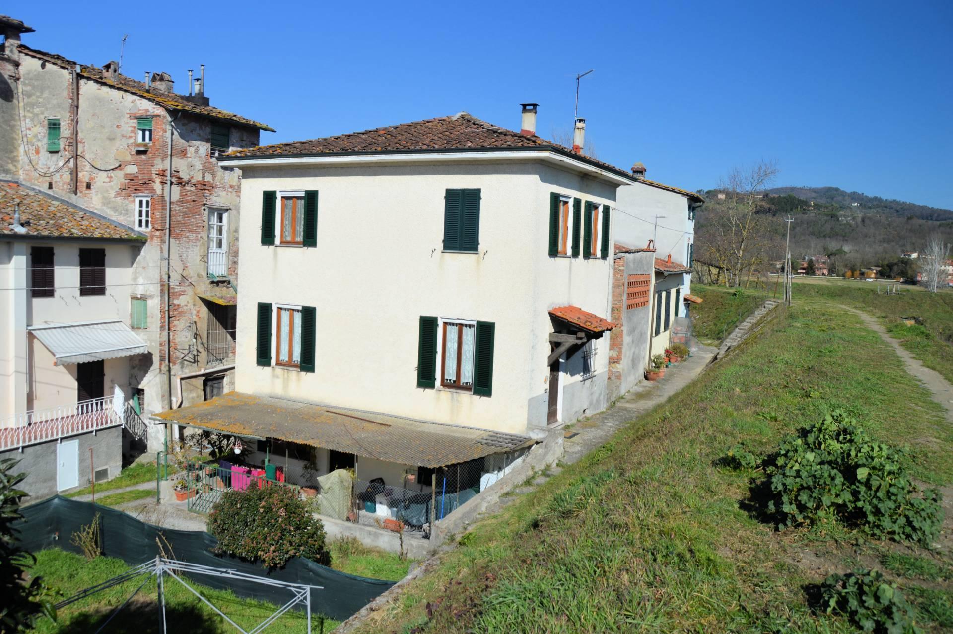 1136-Terratetto libero su quattro lati-Lucca-1 Agenzia Immobiliare ASIP