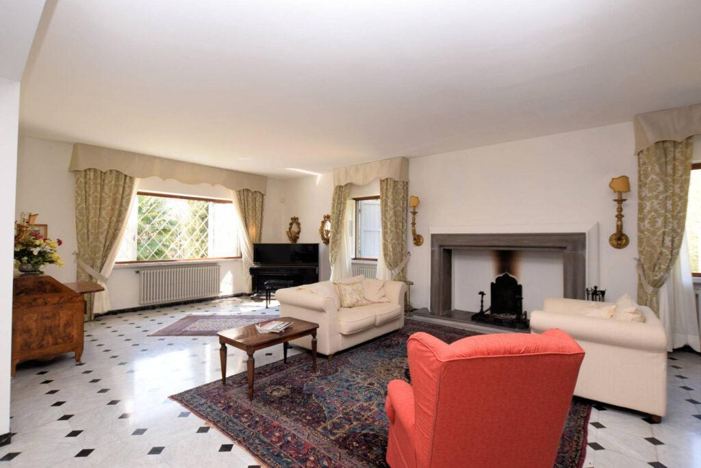 1153-Villa in collina con parco-Camaiore-5 Agenzia Immobiliare ASIP