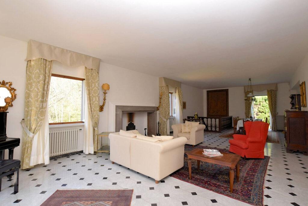 1153-Villa in collina con parco-Camaiore-6 Agenzia Immobiliare ASIP