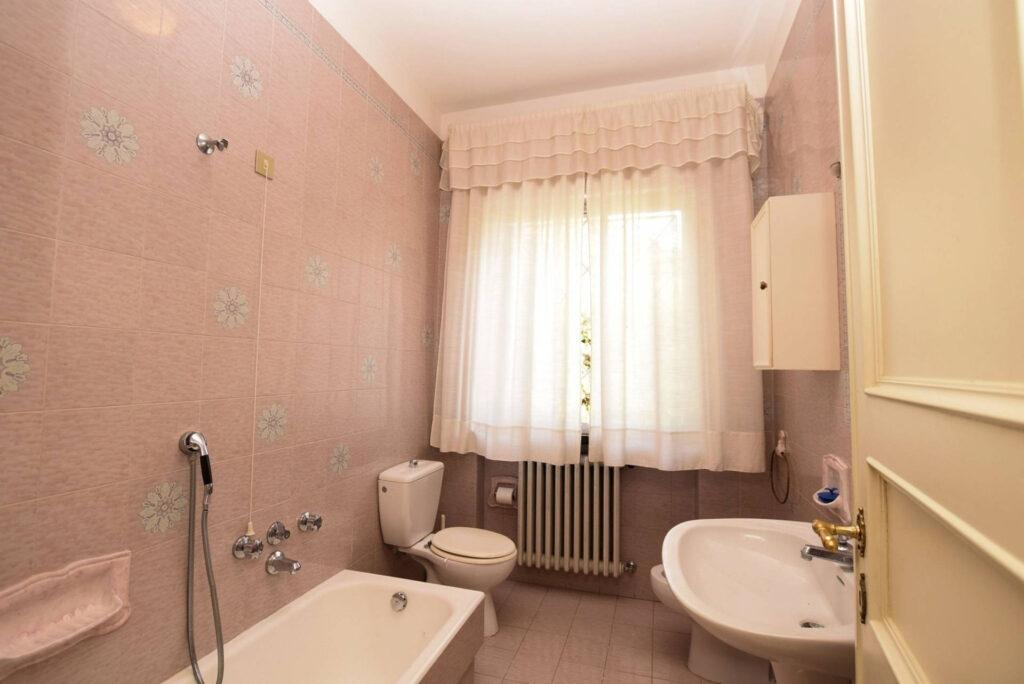 1153-Villa in collina con parco-Camaiore-17 Agenzia Immobiliare ASIP
