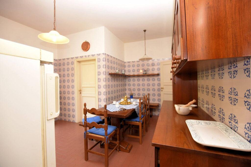 1153-Villa in collina con parco-Camaiore-9 Agenzia Immobiliare ASIP