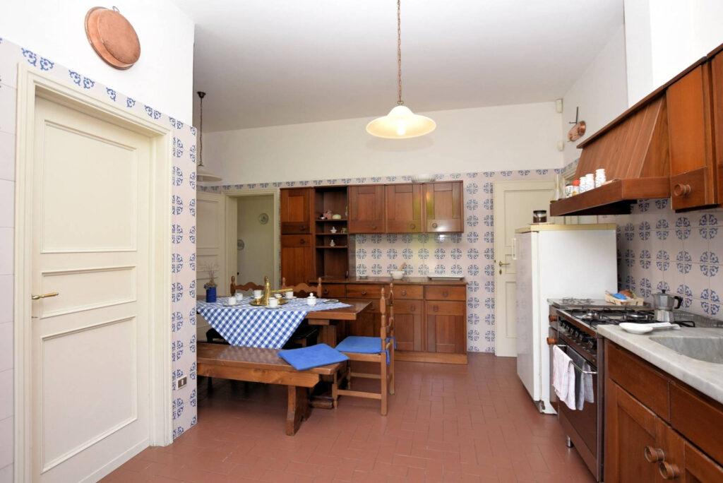 1153-Villa in collina con parco-Camaiore-10 Agenzia Immobiliare ASIP