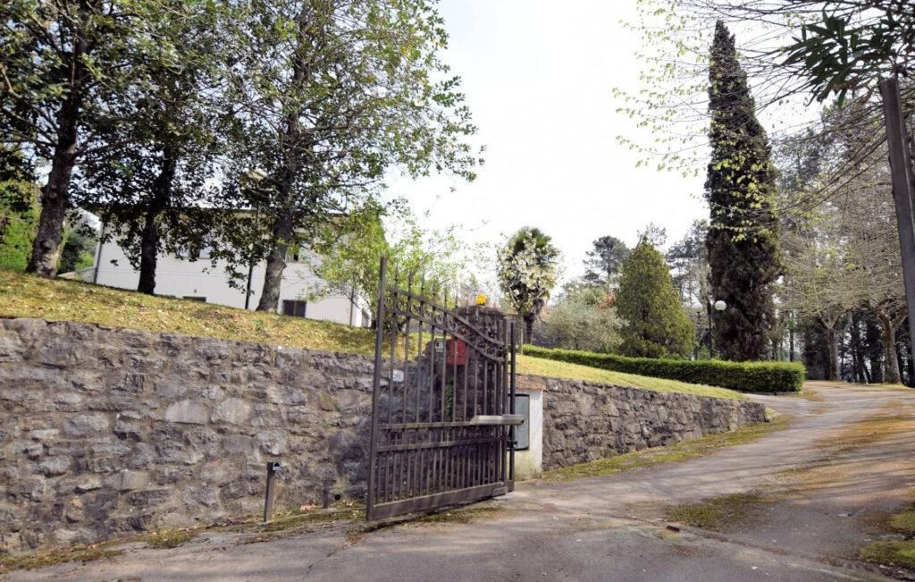 1153-Villa in collina con parco-Camaiore-3 Agenzia Immobiliare ASIP