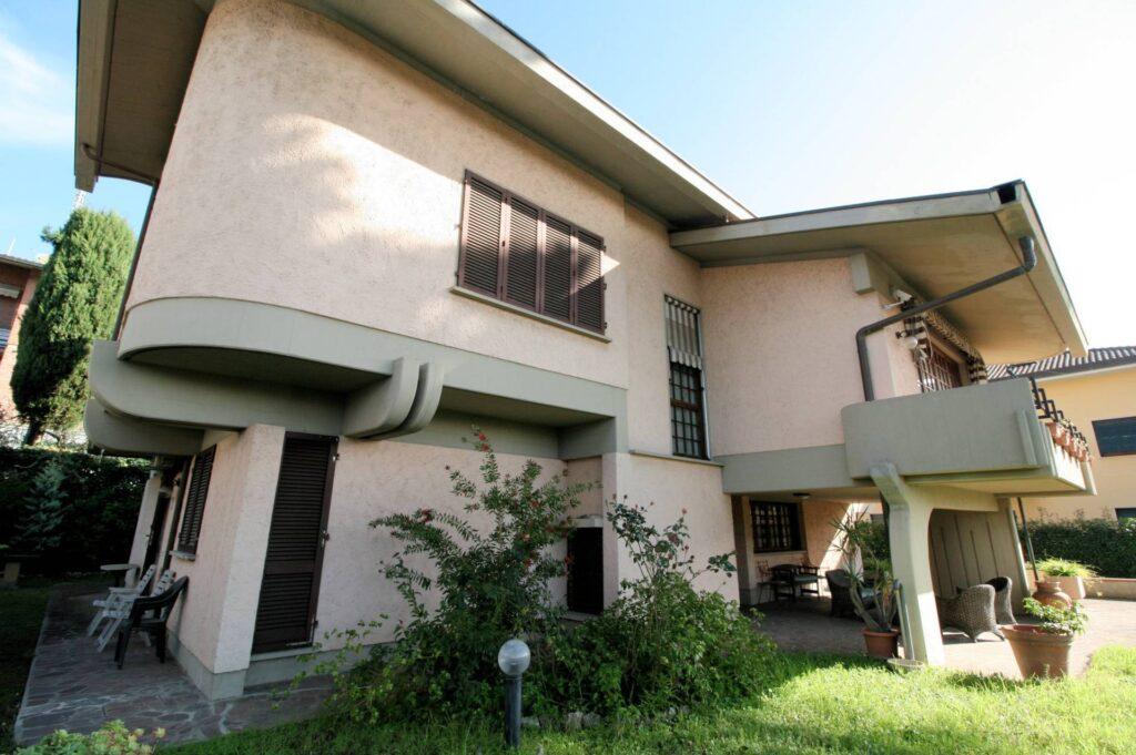1203-Villa unifamiliare di grande metratura con giardino-Montecatini-Terme-18 Agenzia Immobiliare ASIP