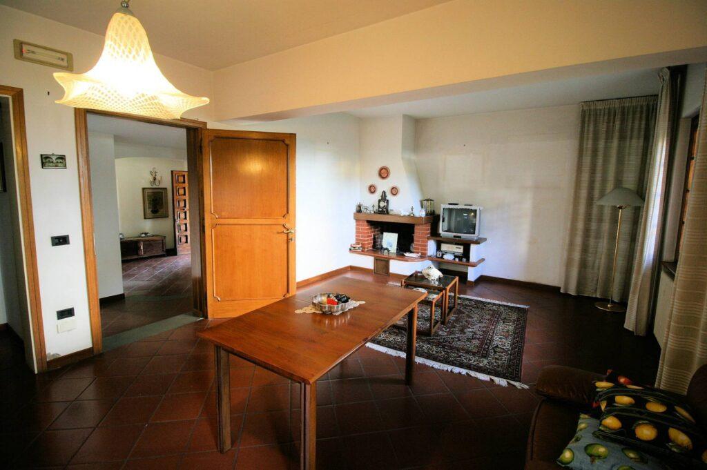 1203-Villa unifamiliare di grande metratura con giardino-Montecatini-Terme-6 Agenzia Immobiliare ASIP