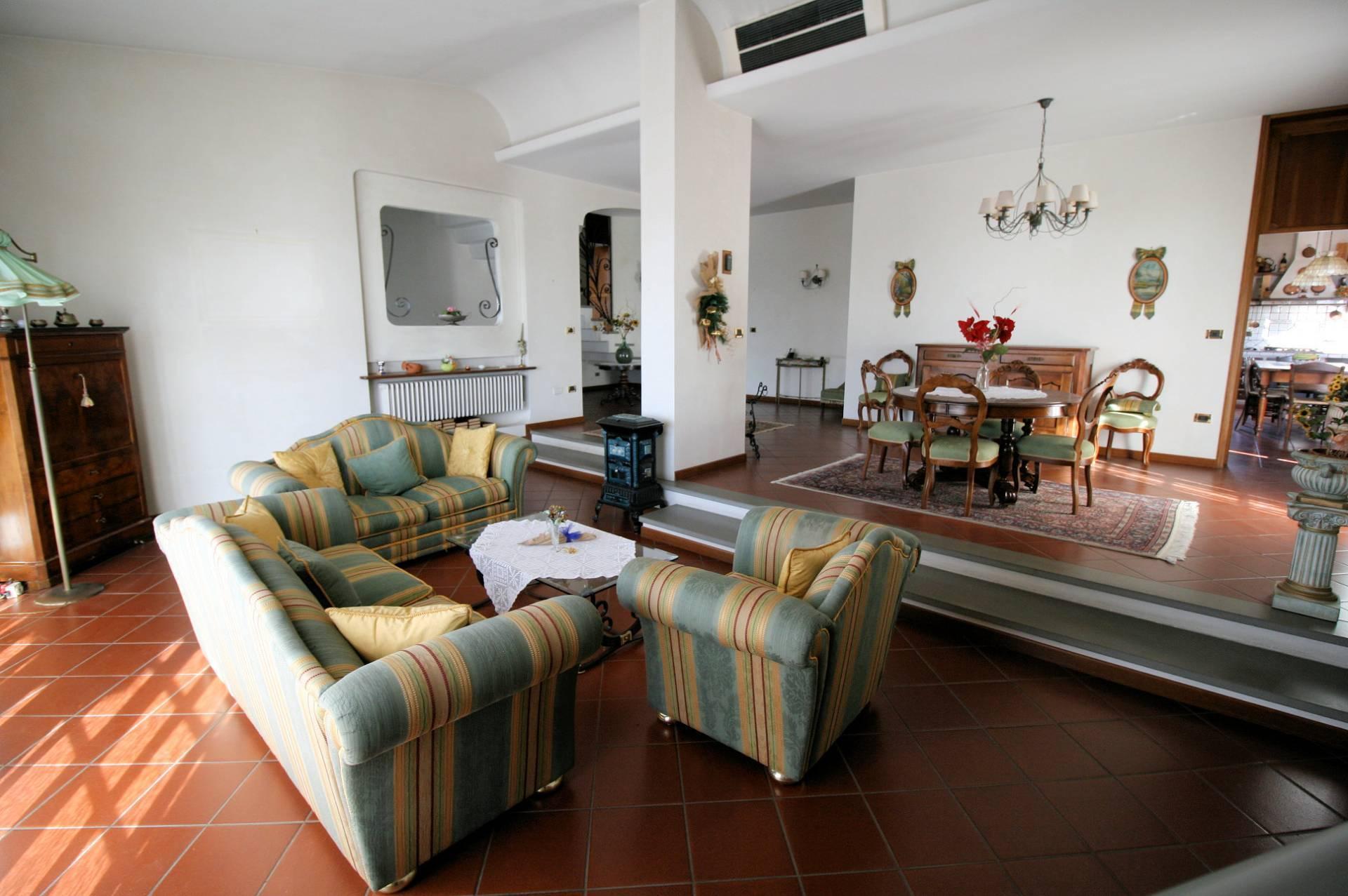 1203-Villa unifamiliare di grande metratura con giardino-Montecatini-Terme-1 Agenzia Immobiliare ASIP