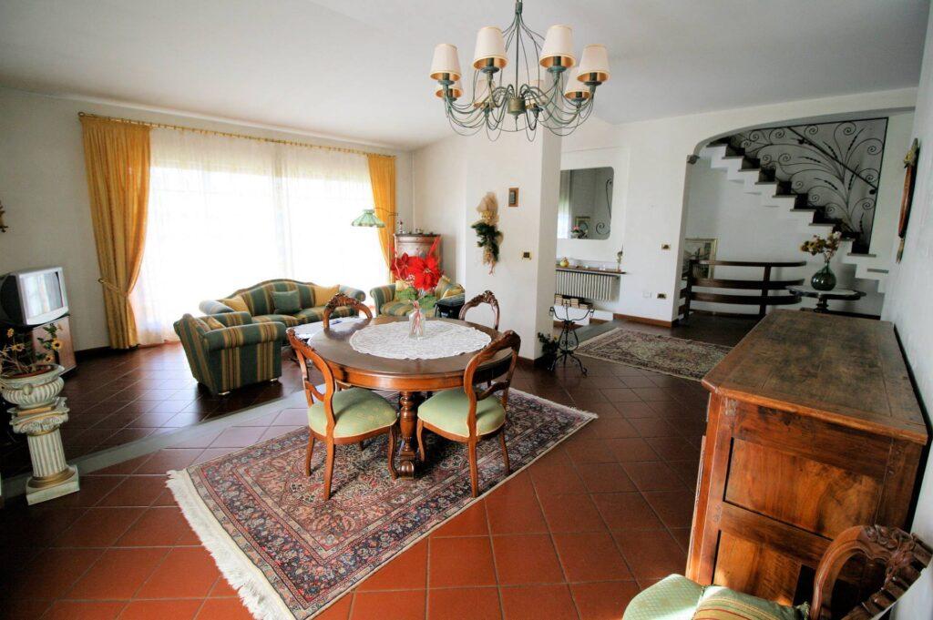 1203-Villa unifamiliare di grande metratura con giardino-Montecatini-Terme-2 Agenzia Immobiliare ASIP