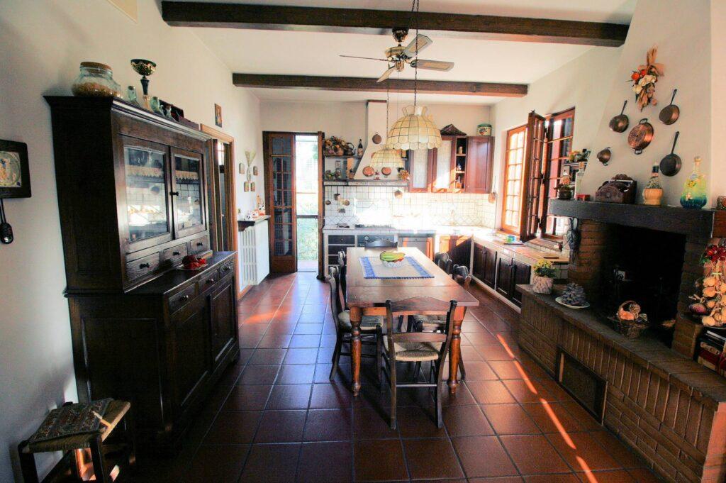 1203-Villa unifamiliare di grande metratura con giardino-Montecatini-Terme-5 Agenzia Immobiliare ASIP