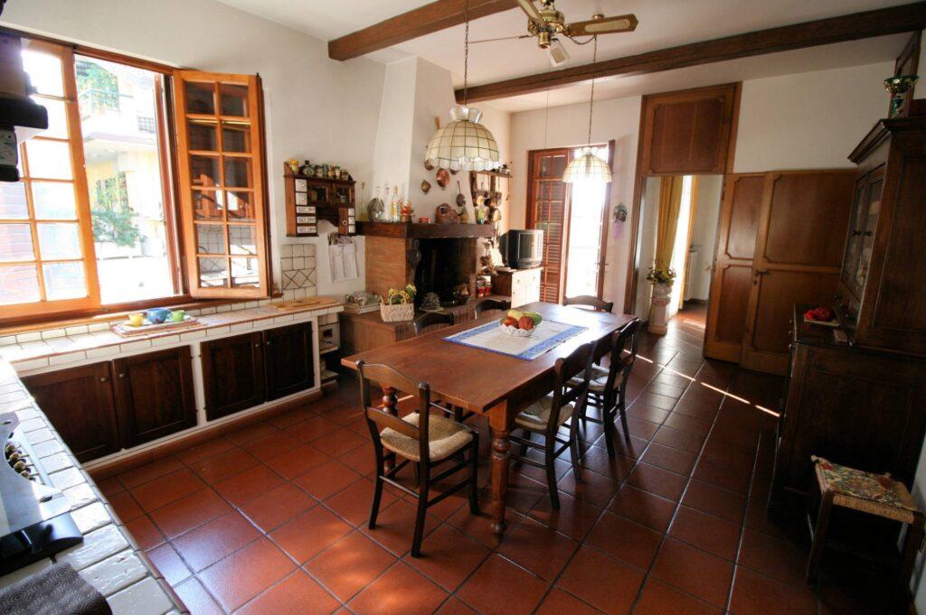 1203-Villa unifamiliare di grande metratura con giardino-Montecatini-Terme-4 Agenzia Immobiliare ASIP