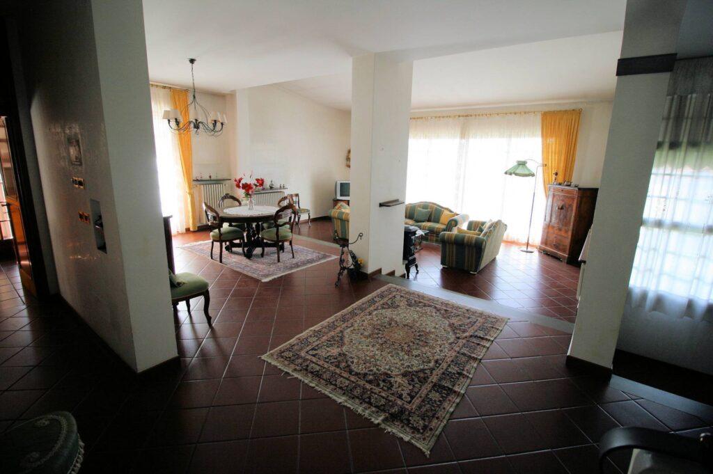 1203-Villa unifamiliare di grande metratura con giardino-Montecatini-Terme-3 Agenzia Immobiliare ASIP