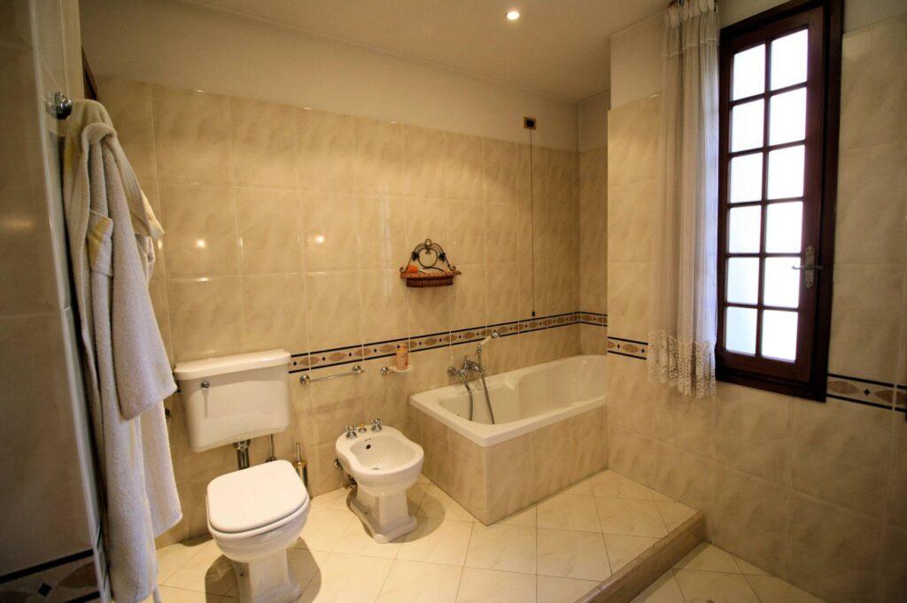 1203-Villa unifamiliare di grande metratura con giardino-Montecatini-Terme-16 Agenzia Immobiliare ASIP