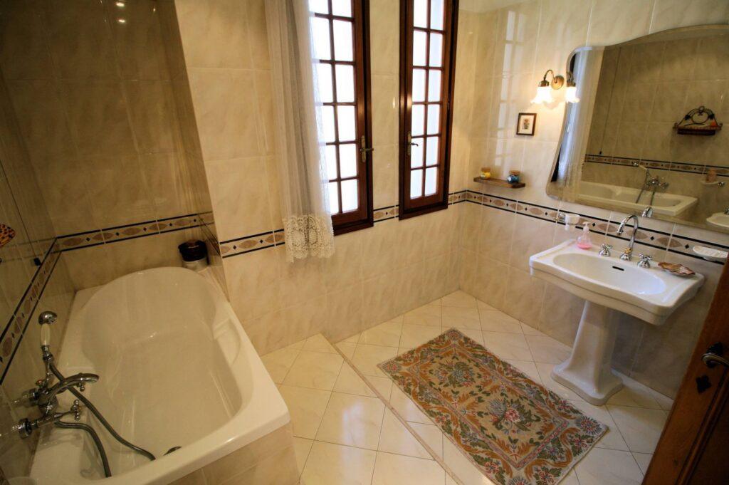 1203-Villa unifamiliare di grande metratura con giardino-Montecatini-Terme-15 Agenzia Immobiliare ASIP