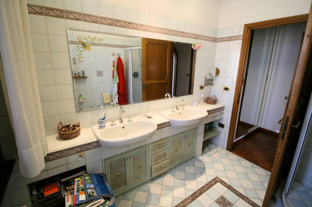 1203-Villa unifamiliare di grande metratura con giardino-Montecatini-Terme-14 Agenzia Immobiliare ASIP