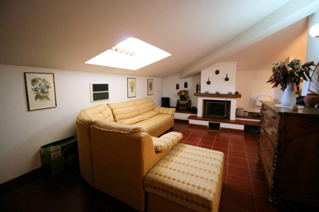 1203-Villa unifamiliare di grande metratura con giardino-Montecatini-Terme-8 Agenzia Immobiliare ASIP