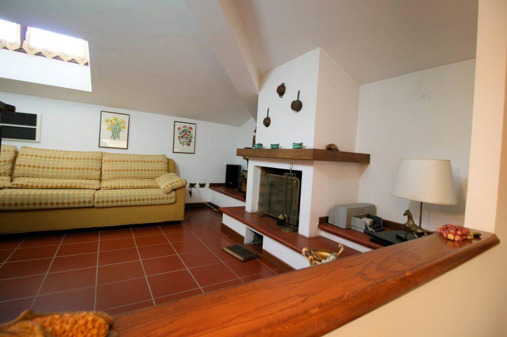 1203-Villa unifamiliare di grande metratura con giardino-Montecatini-Terme-10 Agenzia Immobiliare ASIP