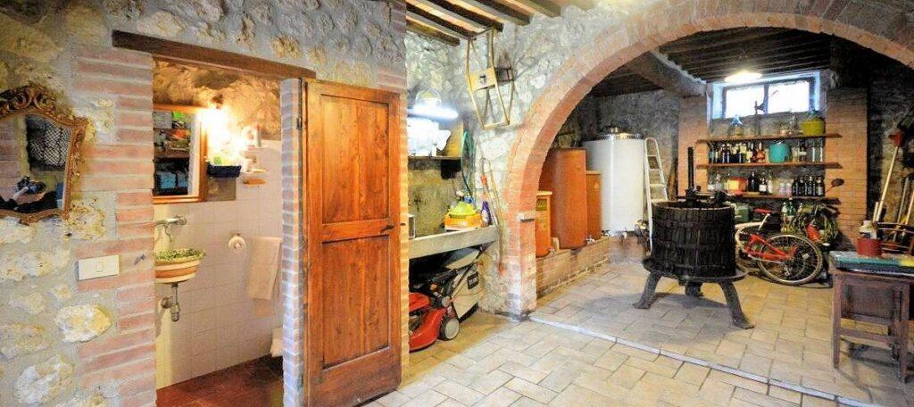 1241-Porzione di casolare con fienile oliveto e vigneto-Murlo-19 Agenzia Immobiliare ASIP