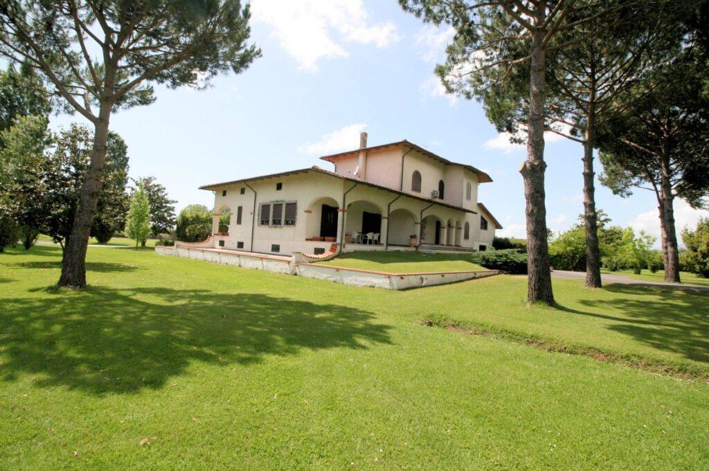 1248-Villa prestigiosa con parco e piscina-Pietrasanta-1 Agenzia Immobiliare ASIP