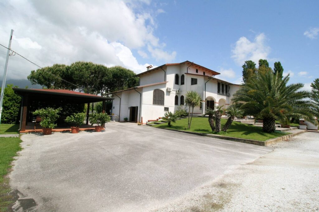 1248-Villa prestigiosa con parco e piscina-Pietrasanta-6 Agenzia Immobiliare ASIP