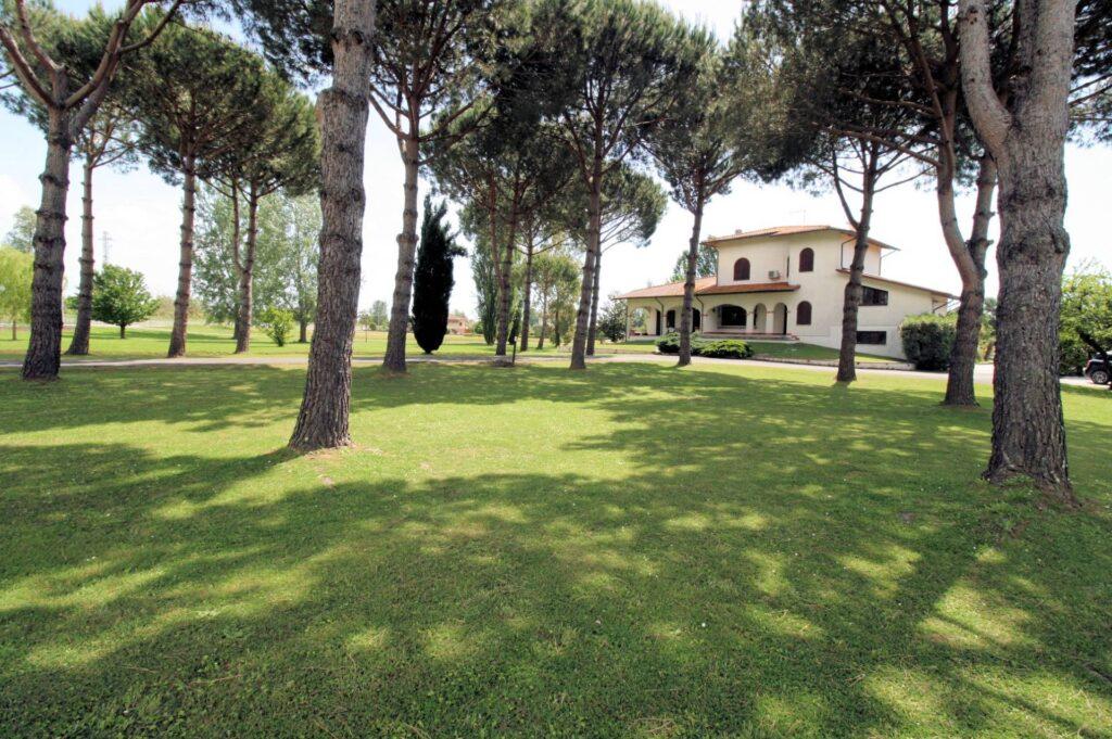 1248-Villa prestigiosa con parco e piscina-Pietrasanta-2 Agenzia Immobiliare ASIP