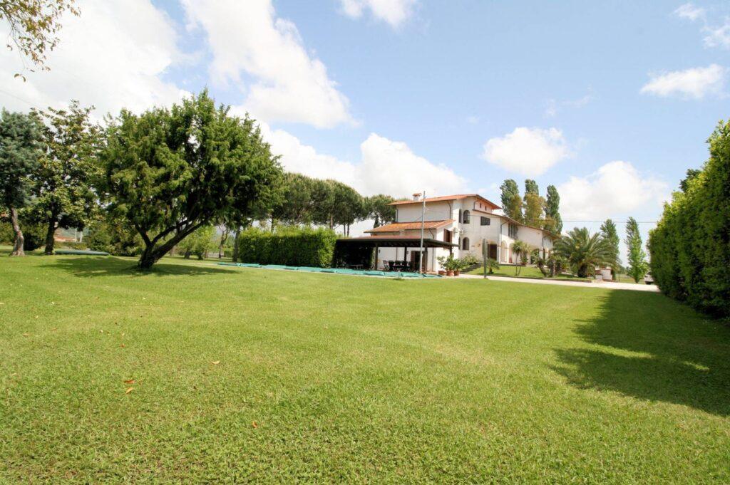 1248-Villa prestigiosa con parco e piscina-Pietrasanta-4 Agenzia Immobiliare ASIP