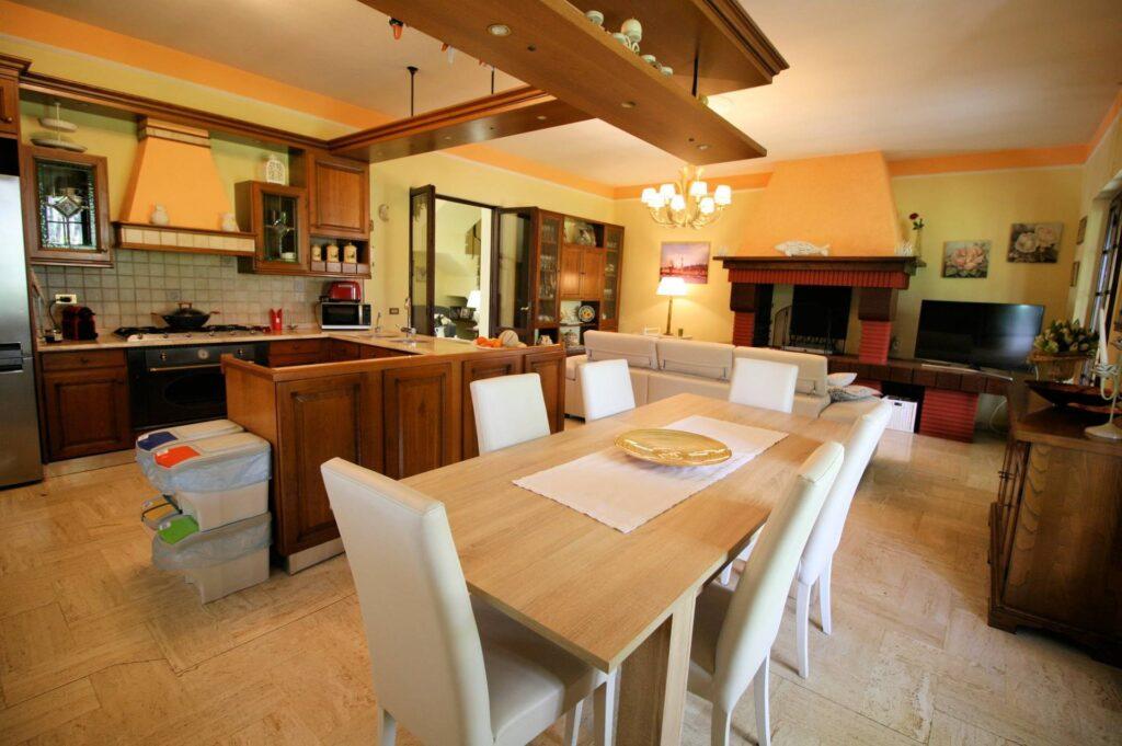 1248-Villa prestigiosa con parco e piscina-Pietrasanta-8 Agenzia Immobiliare ASIP