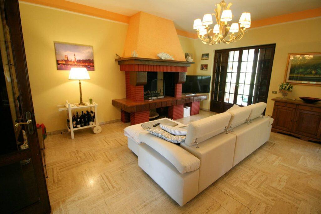 1248-Villa prestigiosa con parco e piscina-Pietrasanta-9 Agenzia Immobiliare ASIP
