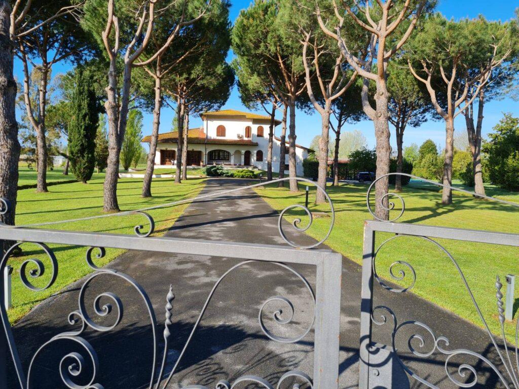 1248-Villa prestigiosa con parco e piscina-Pietrasanta-3 Agenzia Immobiliare ASIP