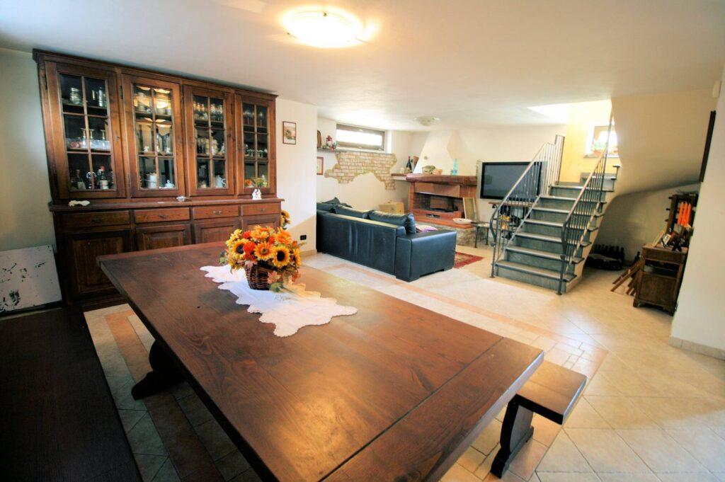 1252-Graziosa villa singola di ampia metratura con vista panoramica  e giardino-Camaiore-11 Agenzia Immobiliare ASIP