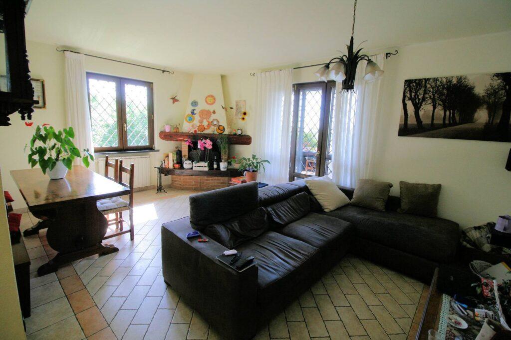 1252-Graziosa villa singola di ampia metratura con vista panoramica  e giardino-Camaiore-7 Agenzia Immobiliare ASIP