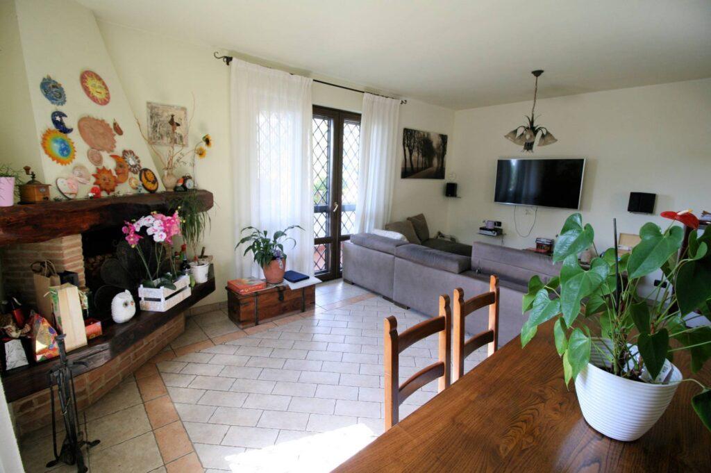 1252-Graziosa villa singola di ampia metratura con vista panoramica  e giardino-Camaiore-8 Agenzia Immobiliare ASIP