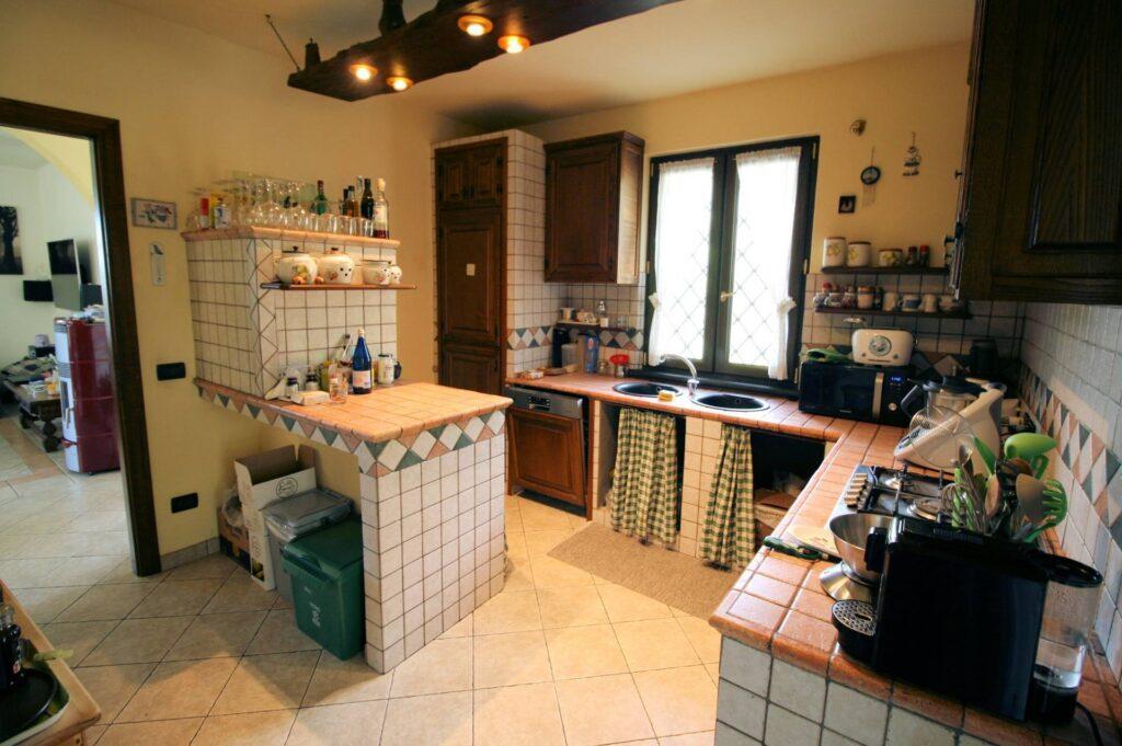 1252-Graziosa villa singola di ampia metratura con vista panoramica  e giardino-Camaiore-10 Agenzia Immobiliare ASIP