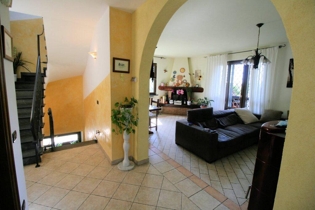 1252-Graziosa villa singola di ampia metratura con vista panoramica  e giardino-Camaiore-9 Agenzia Immobiliare ASIP