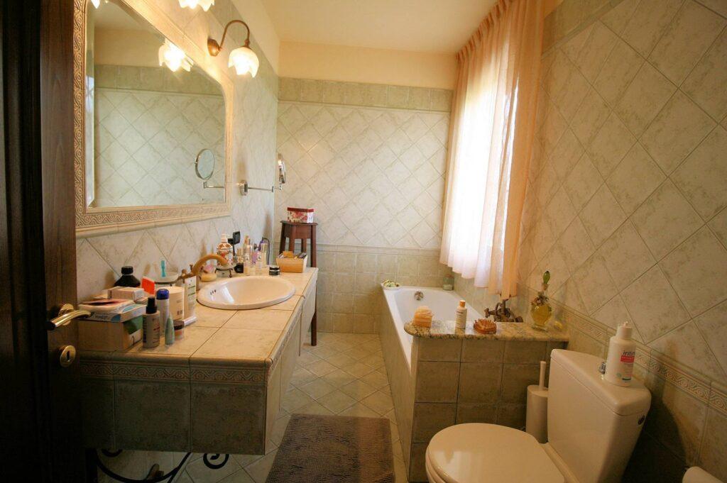 1252-Graziosa villa singola di ampia metratura con vista panoramica  e giardino-Camaiore-18 Agenzia Immobiliare ASIP