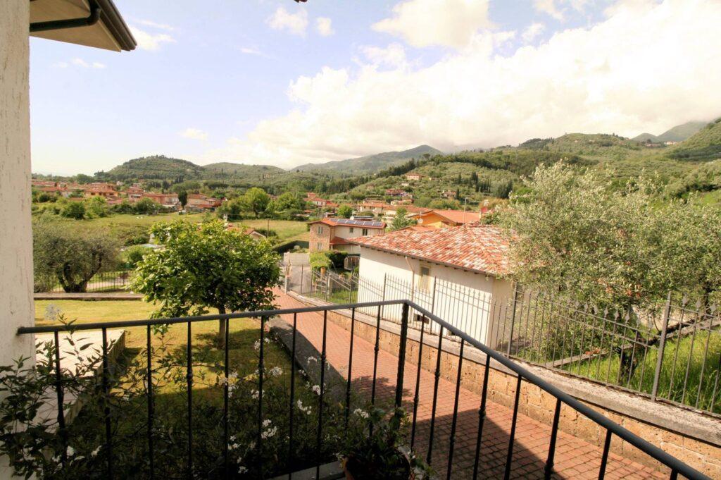 1252-Graziosa villa singola di ampia metratura con vista panoramica  e giardino-Camaiore-4 Agenzia Immobiliare ASIP
