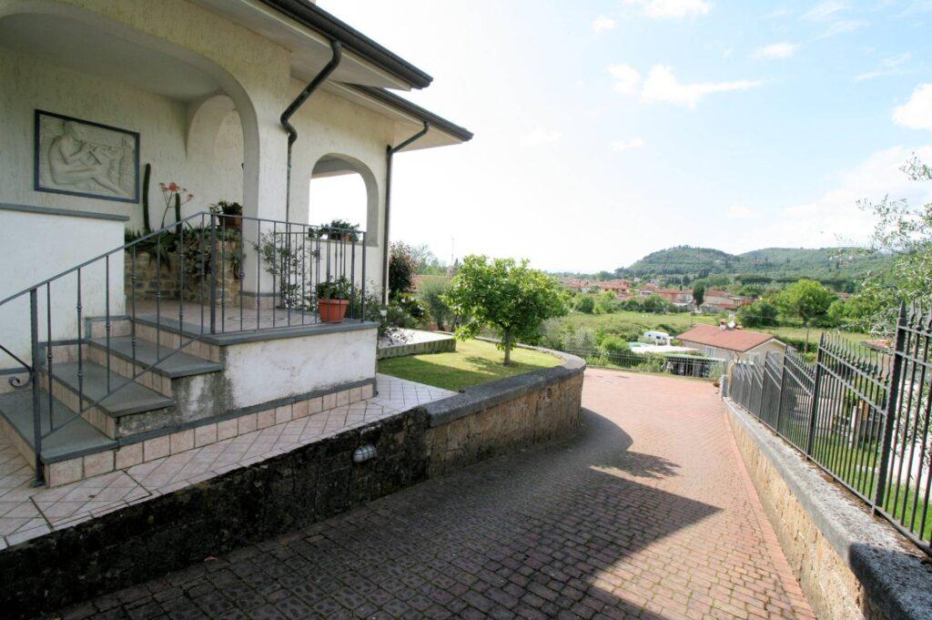 1252-Graziosa villa singola di ampia metratura con vista panoramica  e giardino-Camaiore-3 Agenzia Immobiliare ASIP