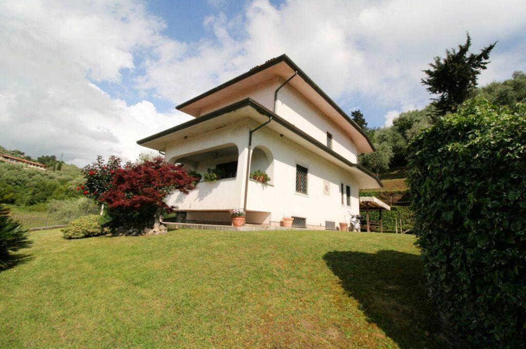 1252-Graziosa villa singola di ampia metratura con vista panoramica  e giardino-Camaiore-2 Agenzia Immobiliare ASIP