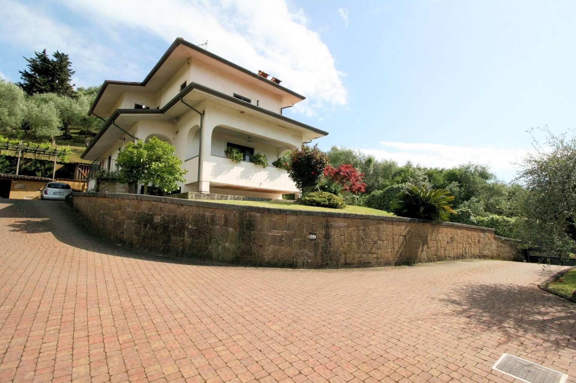 1252-Graziosa villa singola di ampia metratura con vista panoramica  e giardino-Camaiore-1 Agenzia Immobiliare ASIP
