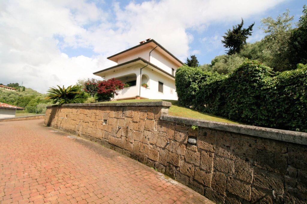 1252-Graziosa villa singola di ampia metratura con vista panoramica  e giardino-Camaiore-5 Agenzia Immobiliare ASIP