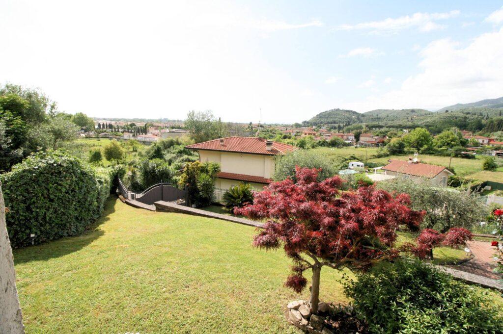 1252-Graziosa villa singola di ampia metratura con vista panoramica  e giardino-Camaiore-6 Agenzia Immobiliare ASIP